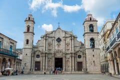 HAVANA, KUBA - 23. OKTOBER 2017: Havana Old Town und Kathedrale im Hintergrund Stockfotografie