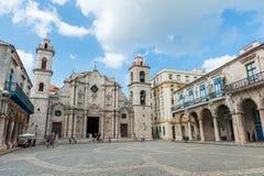 HAVANA, KUBA - 23. OKTOBER 2017: Havana Old Town und Kathedrale im Hintergrund Lizenzfreie Stockfotografie