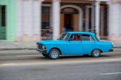 HAVANA, KUBA - 20. OKTOBER 2017: Havana Old Town und Malecon-Bereich mit altem Fahrzeug kuba Lizenzfreie Stockfotografie