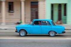 HAVANA, KUBA - 20. OKTOBER 2017: Havana Old Town und Malecon-Bereich mit altem Fahrzeug kuba Stockfoto