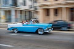 HAVANA, KUBA - 20. OKTOBER 2017: Havana Old Town und Malecon-Bereich mit altem Taxi-Fahrzeug kuba Lizenzfreie Stockfotos