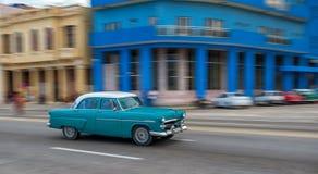 HAVANA, KUBA - 20. OKTOBER 2017: Havana Old Town und Malecon-Bereich mit altem Taxi-Fahrzeug kuba Lizenzfreie Stockfotografie