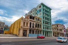 HAVANA, KUBA - 20. OKTOBER 2017: Havana Old Town und Malecon-Bereich mit Architektur stockfotos