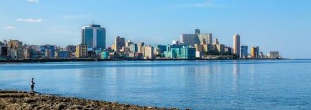 Havana Malecon - sikt av mitten och Vedadoen Panorama av havannacigarren i Kuba Fotografering för Bildbyråer