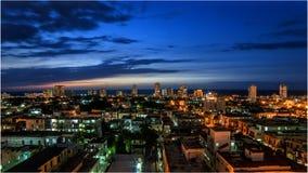 Havana Skyline moderna vista da construção de Giralt, Vedado imagem de stock royalty free