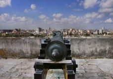 Havana-Skyline und Kanone stockbild