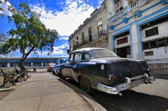 Havana-Straße mit Oldtimer Lizenzfreies Stockfoto