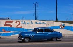 Havana Street With Restored Car Lizenzfreies Stockbild