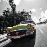 Havana Vintage Car på vägen i havannacigarr Arkivbild