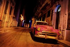 Havana Vintage Car på vägen i havannacigarr Royaltyfri Bild