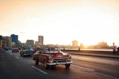 Havana Vintage Car sur la route à La Havane Images stock