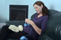 Havandeskap - gravid kvinnafritid Royaltyfria Bilder