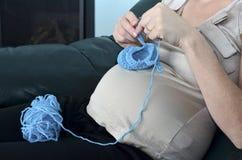 Havandeskap - gravid kvinnafritid Arkivfoton
