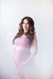 Havandeskap-, moderskap- och förväntanbegrepp - lycklig gravid kvinna Fotografering för Bildbyråer