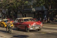 Havannacigarr för Buick taxifemtiotal royaltyfria foton