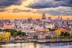 Havannacigarr i stadens centrum horisont för Kuba royaltyfri foto