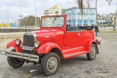 HAVANNACIGARR KUBA - JANUARI 04, 2018: Retro klassiskt amerikanarePA arkivbild