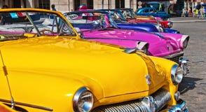 HAVANNACIGARR KUBA - JULI 8, 2016 Klassisk amerikan c för färgrik tappning Arkivfoto