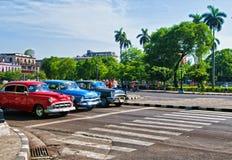 HAVANNACIGARR KUBA - JULI 8, 2016 Klassiska amerikanare för tappning, comm Arkivfoto