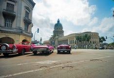 HAVANNACIGARR KUBA - JULI 8, 2016 Klassiska amerikanare för tappning, comm Royaltyfri Foto