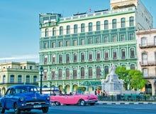 HAVANNACIGARR KUBA - JULI 14, 2016 Sikt av återställt Saratoga hotell, b Arkivbilder