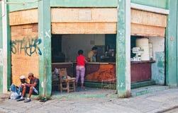 HAVANNACIGARR KUBA JULI 11, 2016: Sikt av en typisk kuban Arkivfoton