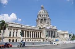 Havannacigarr Kuba - Maj 14, 2015: Den främre sikten av byggnad för den nationella Kapitolium avslutade i 1929 fotografering för bildbyråer