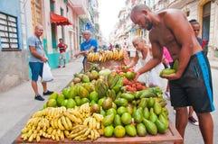 HAVANNACIGARR KUBA - SEPT 10, 2016: Privat grannskapmatställning in Arkivfoton