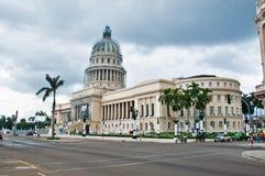 HAVANNACIGARR KUBA - SEPT 10, 2016 Sikt av Capitolio byggnad under r Royaltyfria Foton