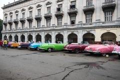 Havannacigarr Kuba - September 22, 2015: Klassisk amerikansk bil parkerad nolla Arkivbilder