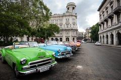 Havannacigarr Kuba - September 22, 2015: Klassisk amerikansk bil parkerad nolla Royaltyfri Foto