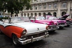 Havannacigarr Kuba - September 22, 2015: Klassisk amerikansk bil parkerad nolla Royaltyfri Fotografi