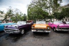 Havannacigarr Kuba - September 22, 2015: Klassisk amerikansk bil parkerad nolla Fotografering för Bildbyråer