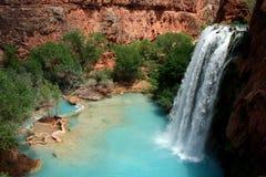 Havasu cai cachoeira Fotos de Stock