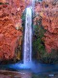 Havasupai fällt, Pools, blaues Wasser, Rockwände der geologischen Bildung Lizenzfreie Stockfotografie