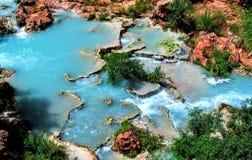Havasupai spadki, baseny, błękitne wody, geological formaci skały ściany Obraz Stock