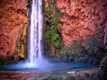 Havasupai spadki, baseny, błękitne wody, geological formaci skały ściany Fotografia Stock