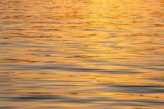 Havbakgrund på soluppgång Arkivbilder