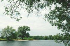 Havel flod med naturlig bank Tappning retuscherar Fotografering för Bildbyråer