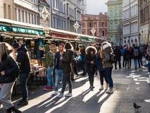 Havel marknad i den gamla staden av Prague royaltyfria foton
