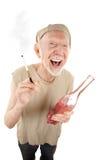 Haveloze hogere mens met sigaret en alcoholische drank royalty-vrije stock fotografie