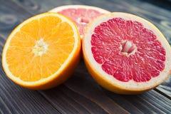 Havels ofange и грейпфрута на таблице Стоковые Изображения