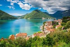 Haven bij de baai van Boka Kotor (Boka Kotorska), Montenegro, Europa Royalty-vrije Stock Foto's