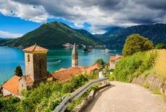 Haven bij de baai van Boka Kotor (Boka Kotorska), Montenegro, Europa Royalty-vrije Stock Fotografie