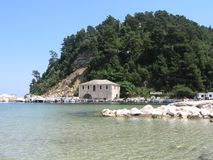 Haven bij gouden strand stock foto