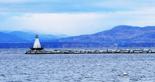 Haven in Burlington, Vermont met vuurtoren stock afbeeldingen