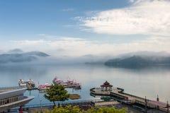 Haven in het meer van de zonmaan Stock Foto's