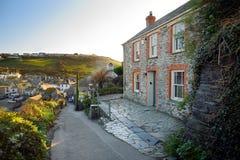 Haven Isaac, een klein en schilderachtig visserijdorp op de Atlantische kust van Noord-Cornwall, Engeland, Verenigd Koninkrijk, h royalty-vrije stock foto