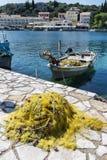 Haven in Kassiopi-dorp - het eiland van Korfu, Griekenland stock afbeeldingen