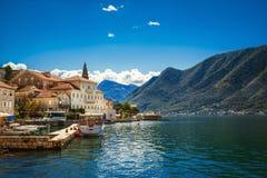 Haven in Perast bij de baai van Boka Kotor (Boka Kotorska), Montenegro, Stock Foto